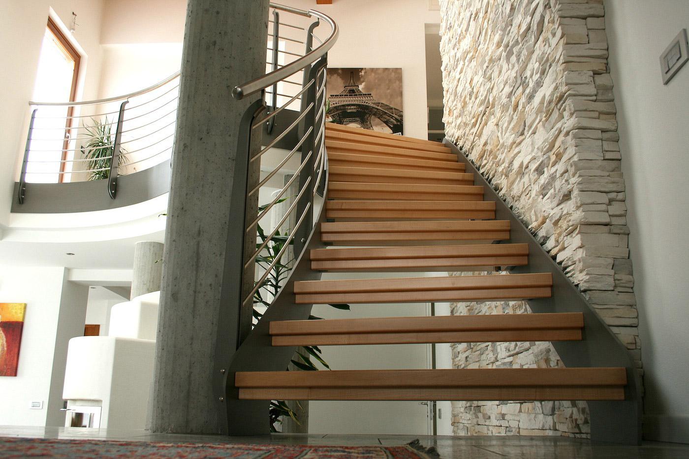 Scala autoportante in acciaio e legno de stalis scale - Scale interne in legno moderne ...