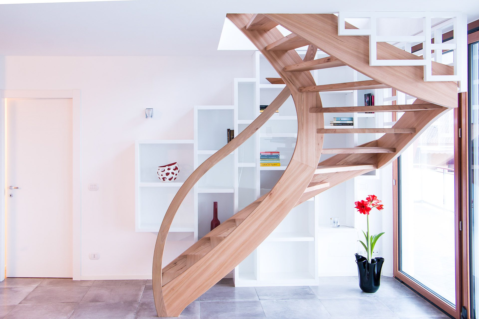Elm self-supporting staircase