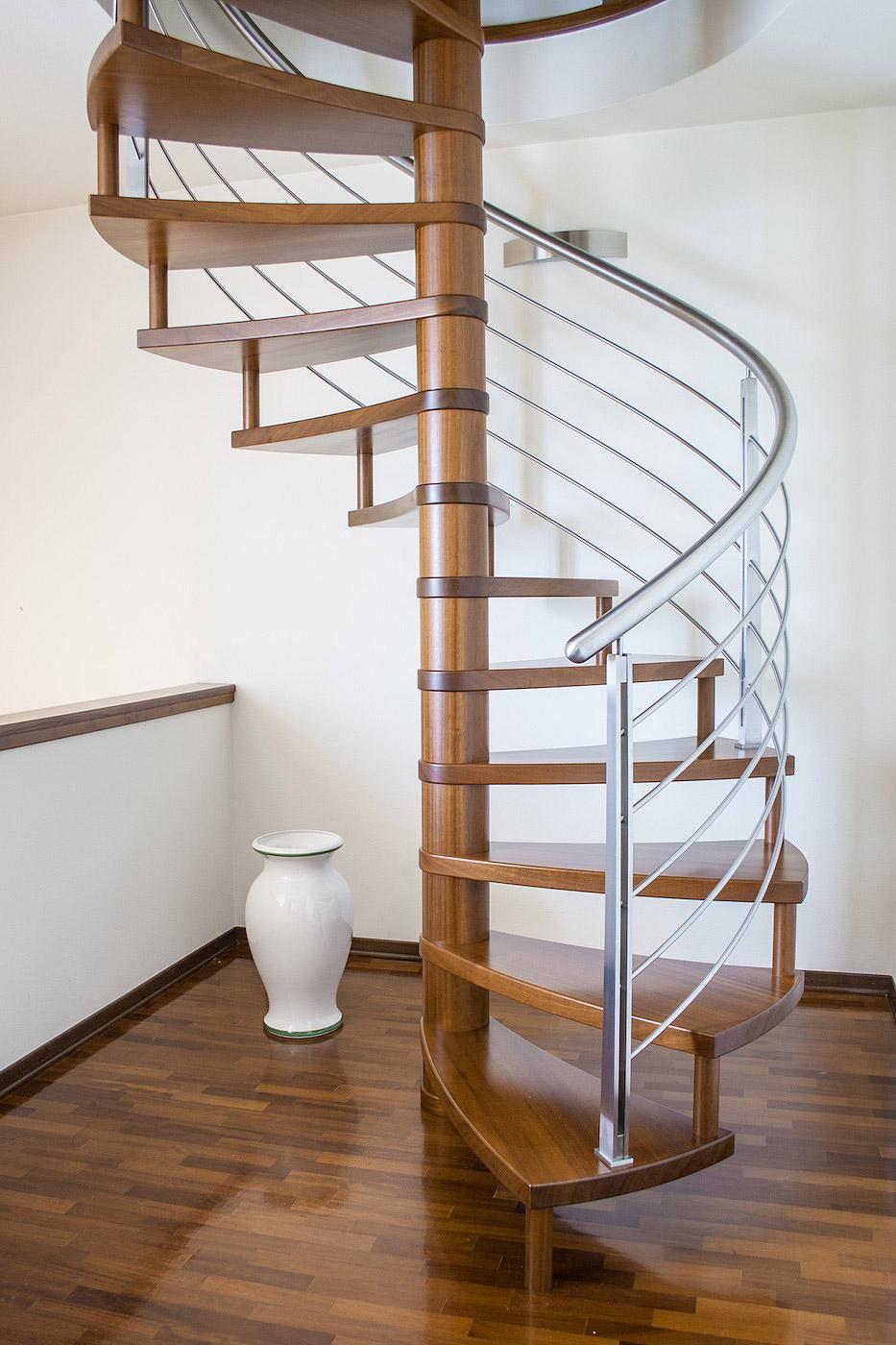 Scala a chiocciola in legno e acciaio de stalis scale for Quadrato della scala a chiocciola